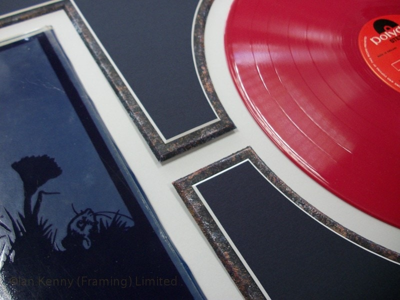 This Limited Edition red vinyl is fixed so that it.......